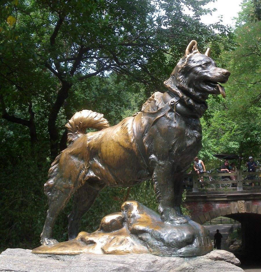 Denkmal zu Ehren des Siberian Husky Balto